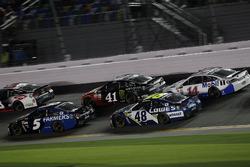 Kasey Kahne, Hendrick Motorsports Chevrolet; Kurt Busch, Stewart-Haas Racing Ford; Jimmie Johnson, Hendrick Motorsports Chevrolet; Clint Bowyer, Stewart-Haas Racing Ford