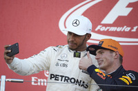 Podyum: Yarış galibi Lewis Hamilton, Mercedes AMG F1, 2. Max Verstappen, Red Bull