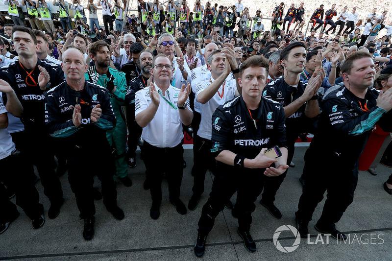 El equipo Mercedes AMG F1 Team celebra en parc ferme