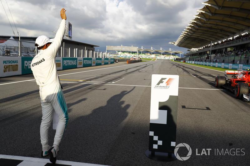 Льюіс Хемілтон, Mercedes AMG F1, celebrates