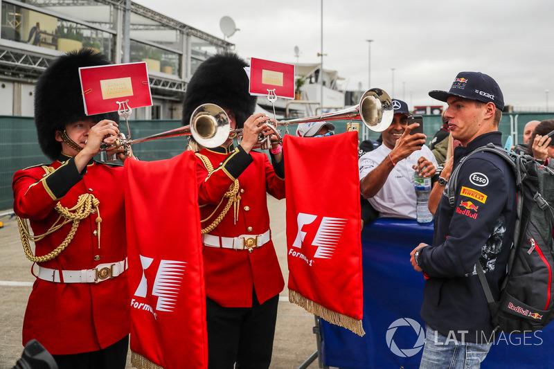 Max Verstappen, Red Bull Racing  y los guardias de Palacio
