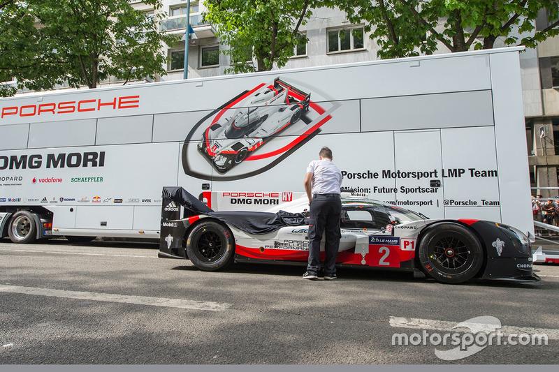 №2 Porsche Team, Porsche 919 Hybrid: Брендон Хартли, Эрл Бамбер, Тимо Бернхард