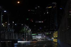 Carlos Sainz Jr., Scuderia Toro Rosso STR12, Romain Grosjean, Haas F1 Team VF-17