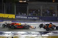Kimi Raikkonen, Ferrari SF70H, Max Verstappen, Red Bull Racing RB13 ve Sebastian Vettel, Ferrari SF70H ilk tur kaza ve Fernando Alonso, McLaren MCL32
