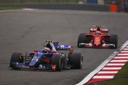Карлос Сайнс-мол., Scuderia Toro Rosso STR12, Кімі Райкконен, Ferrari SF70H