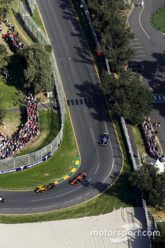 Jolyon Palmer, Renault Sport F1 Team, RS17; Stoffel Vandoorne, McLaren, MCL32; Antonio Giovinazzi, Sauber, C36