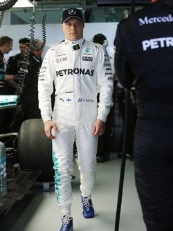 Valtteri Bottas, Mercedes AMG F1, dans le garage