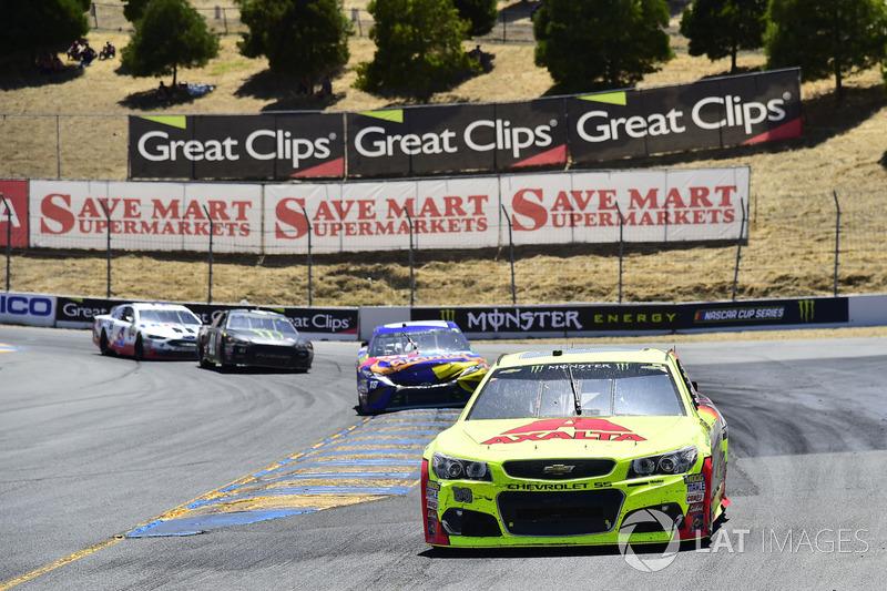 Dale Earnhardt Jr., Hendrick Motorsports Chevrolet, Kyle Busch, Joe Gibbs Racing Toyota