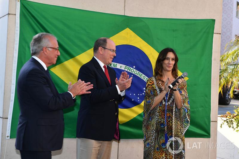 Князь Монако Альбер II и Бьянка Сенна на открытии мемориала