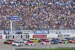 Start: Brad Keselowski, Team Penske, Ford; Martin Truex Jr., Furniture Row Racing, Toyota