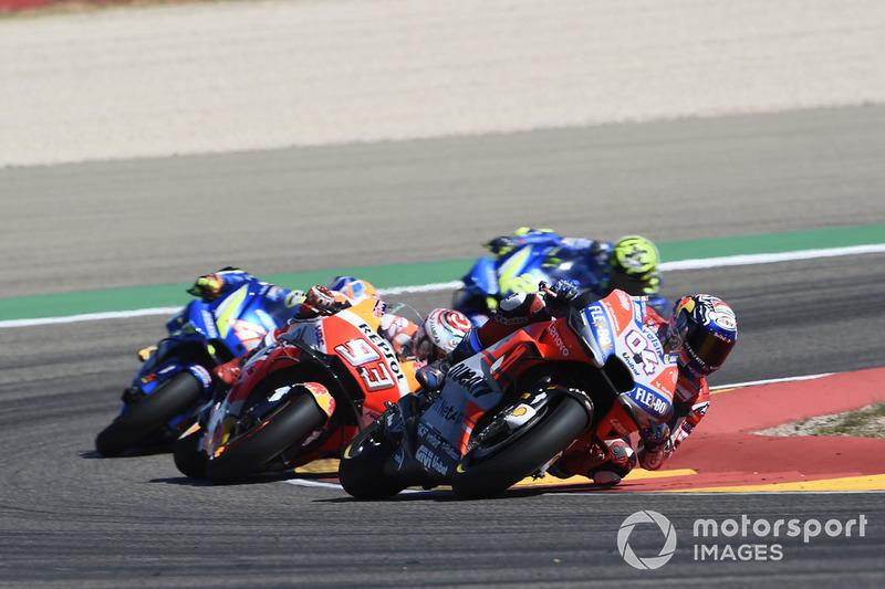 Dovizioso en tête devant Márquez et les Suzuki