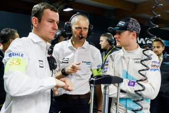 Stoffel Vandoorne, HWA Racelab talks with engineer Tony Ross in the garage