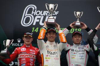 全日本F3第18戦の表彰台(阪口晴南、坪井翔、河野駿佑)