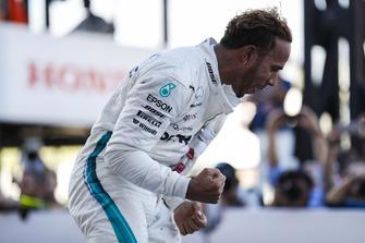 Lewis Hamilton, Mercedes AMG F1, celebrates his win
