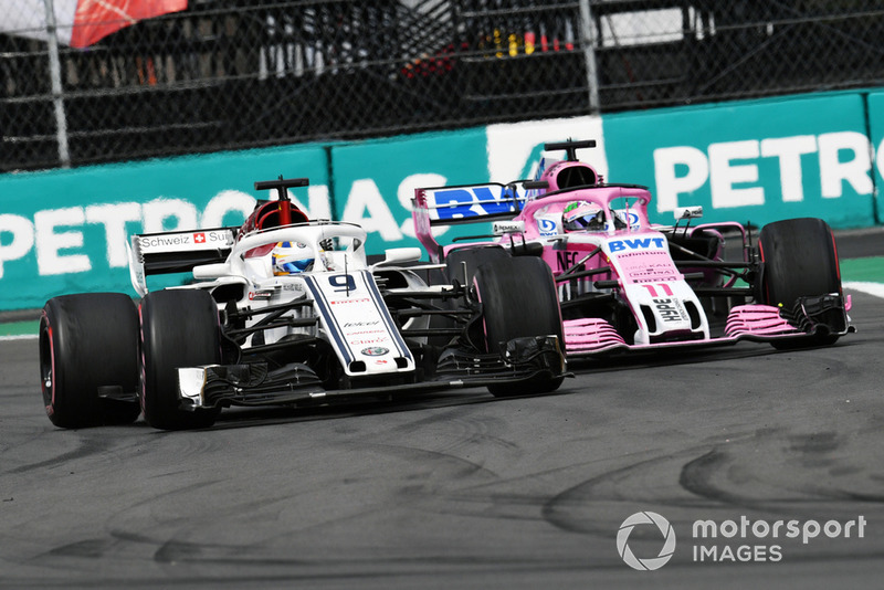 Маркус Эрикссон, Alfa Romeo Sauber C37, и Серхио Перес, Racing Point Force India F1 VJM11
