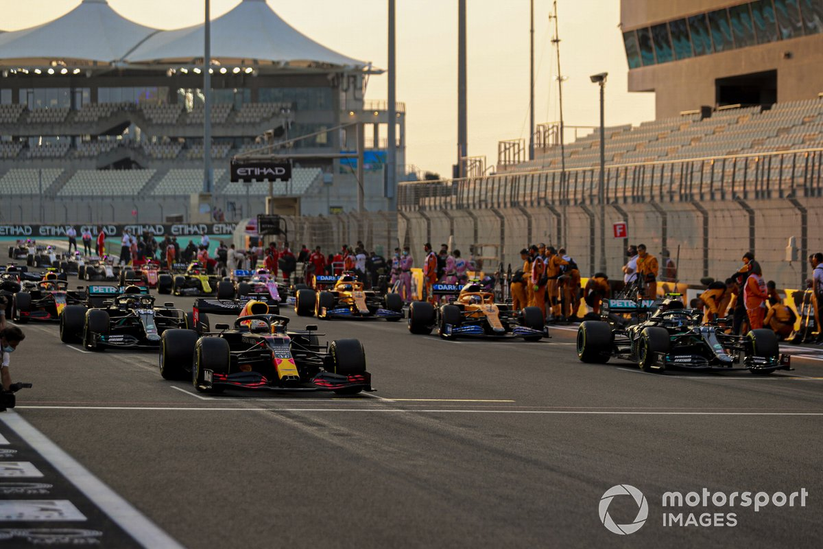 Max Verstappen, Red Bull Racing RB16, Valtteri Bottas, Mercedes F1 W11, Lewis Hamilton, Mercedes F1 W11, and Lando Norris, McLaren MCL35, prepare to lead the field away as mechanics clear the grid