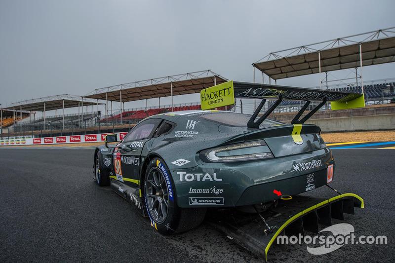 #98 Aston Martin Racing Aston Martin Vantage: Пол далла Лана, Педро Ламі, Матіас Лауда