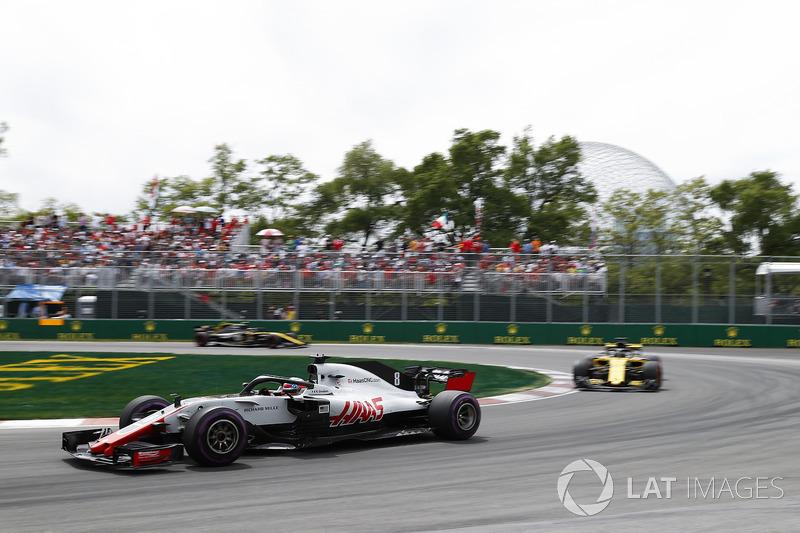 Romain Grosjean, Haas F1 Team VF-18, leads Nico Hulkenberg, Renault Sport F1 Team R.S. 18