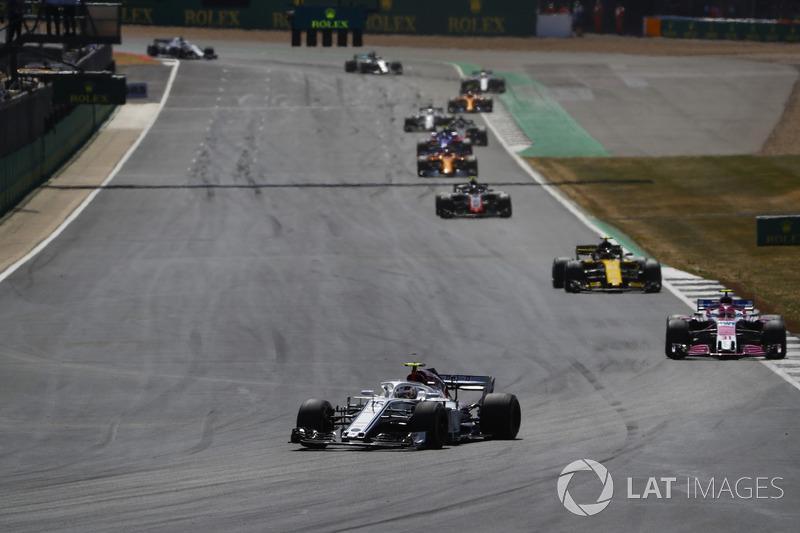 Charles Leclerc, Sauber C37, devant Esteban Ocon, Force India VJM11, et Carlos Sainz Jr., Renault Sport F1 Team R.S. 18