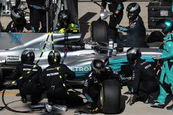 Valtteri Bottas, Mercedes-Benz F1 W08  makes a pitstop