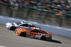 Danica Patrick, Stewart-Haas Racing Ford and Daniel Suarez, Joe Gibbs Racing Toyota