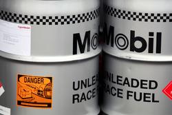 Barriles de combustible de Mobil para McLaren