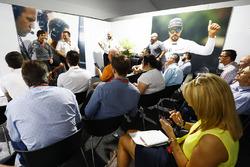 Фернандо Алонсо, McLaren, виконавчий директор McLaren Technology Group Зак Браун