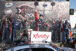 William Byron, JR Motorsports Chevrolet en victory lane