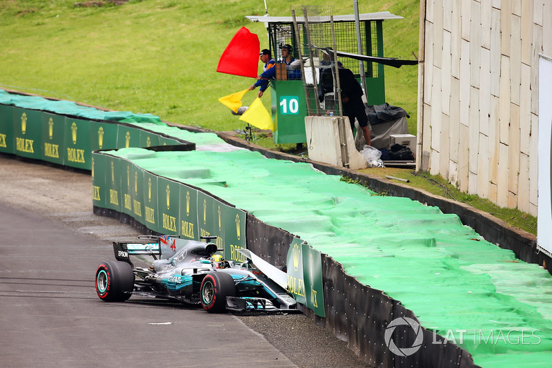 Lewis Hamilton, Mercedes AMG F1 W08, crashes and brings out the red flag
