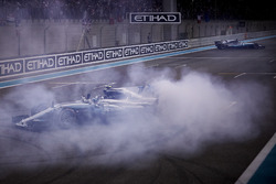 Race winner Valtteri Bottas, Mercedes AMG F1 W08 with doughnuts