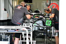 Haas F1 Team VF-18 en el garaje