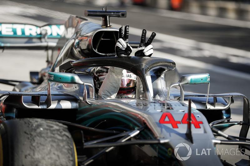 Le vainqueur Lewis Hamilton, Mercedes AMG F1 W09 dans le parc fermé
