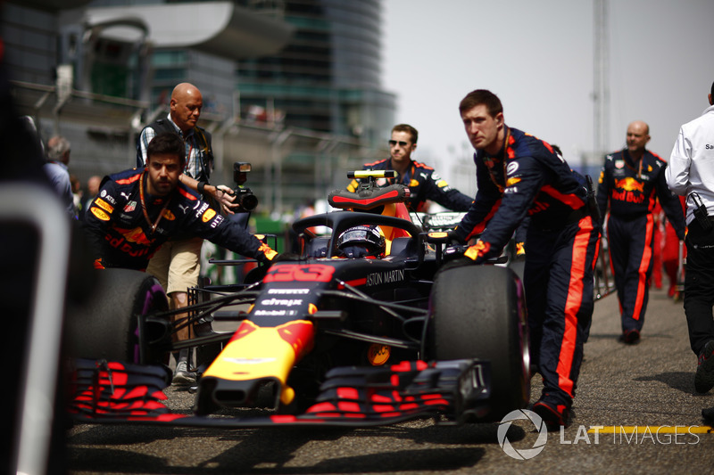 Max Verstappen, Red Bull Racing RB14 Tag Heuer, arriva in griglia