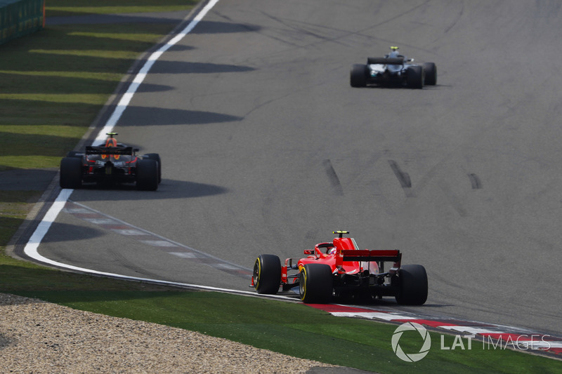 Valtteri Bottas, Mercedes AMG F1 W09, Max Verstappen, Red Bull Racing RB14 Tag Heuer, y Kimi Raikkonen, Ferrari SF71H