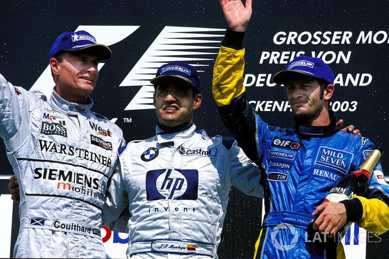 Podio: ganador de la carrera Juan Pablo Montoya, BMW Williams; segundo lugar David Coulthard, McLaren Mercedes; tercer lugar Jarno Trulli, Renault