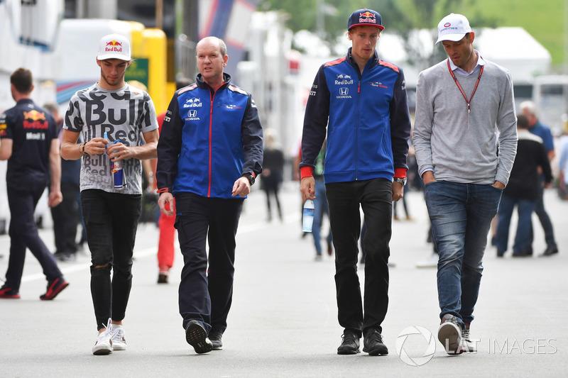 Pierre Gasly, Scuderia Toro Rosso, Jody Egginton, Scuderia Toro Rosso, Brendon Hartley, Scuderia Toro Rosso and Alexander Wurz, Williams Driver Coach