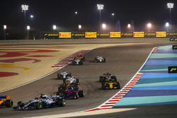 Lewis Hamilton, Mercedes AMG F1 W09, leads Brendon Hartley, Toro Rosso STR13 Honda, Max Verstappen, Red Bull Racing RB14 Tag Heuer, Carlos Sainz Jr., Renault Sport F1 Team R.S. 18, Marcus Ericsson, Sauber C37 Ferrari, and the remainder of the field at the