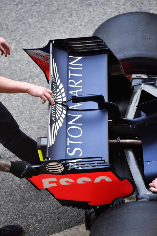 Red Bull Racing RB14 ala trasera