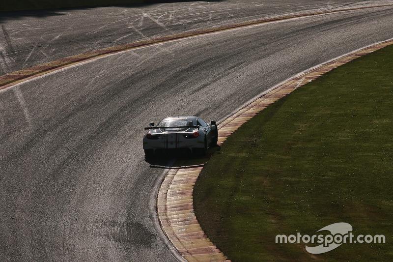 #51 AF Corse, Ferrari F458 Italia: Piergiuseppe Perazzini, Marco Cioci, Rui Aguas in der Raidillon