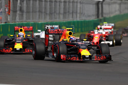 Макс Ферстаппен, Red Bull Racing RB12, Даниэль Риккардо, Red Bull Racing RB12, Себастьян Феттель, Ferrari SF16-H
