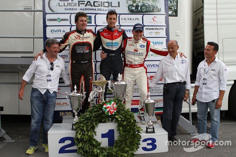Podio: il secondo classificato Denny Zardo, il vincitore Domenico Scola, il terzo classificato Omar