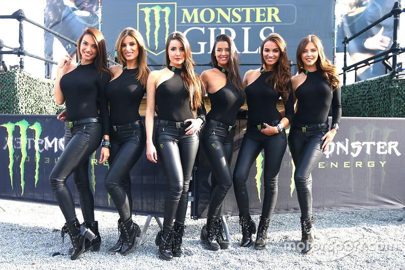 Чарівні дівчата Monster Energy