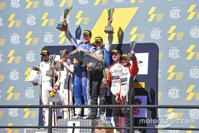 Podium: Sieger #95 Miedecke Motor Group, Aston Martin Vantage GT3: George Miedecke, Andrew Miedecke;