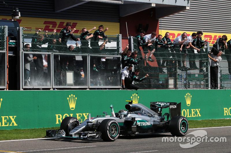 Yarış galibi Nico Rosberg, Mercedes AMG F1 W07 Hybrid