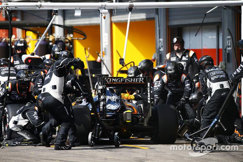 Sergio Perez, Sahara Force India F1 VJM09 fa un pit stop