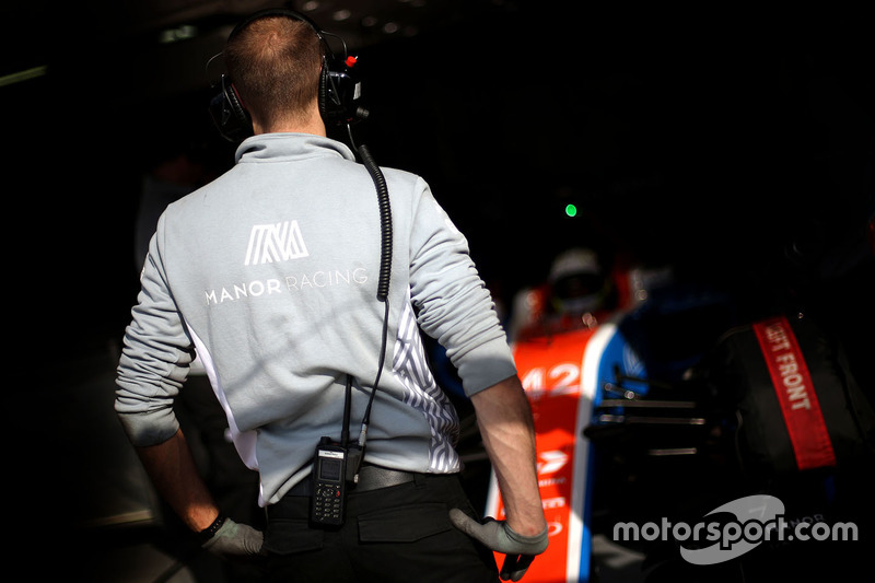 Manor Racing garage atmosphere