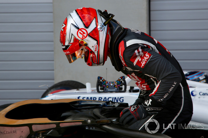 Kevin Magnussen, Haas F1 Team VF-18 in parc ferme