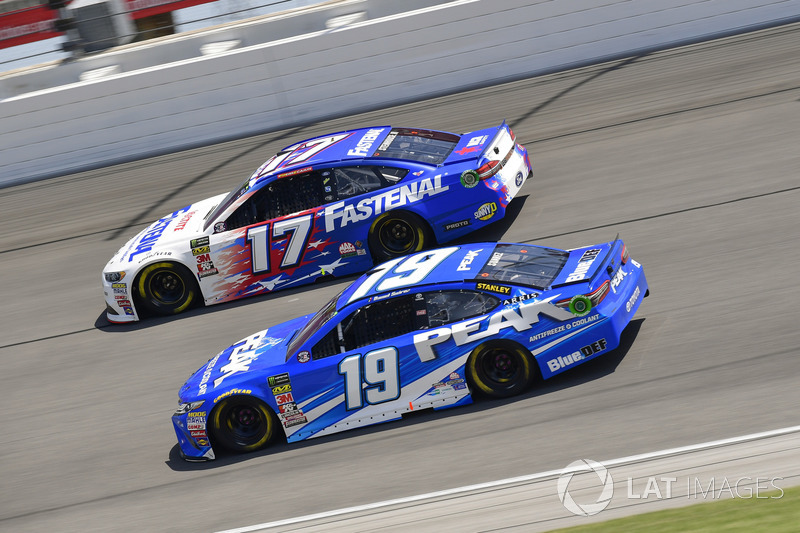 Ricky Stenhouse Jr., Roush Fenway Racing, Ford Fusion Fastenal, Daniel Suarez, Joe Gibbs Racing, Toyota Camry PEAK
