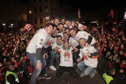 Celebración Marc Márquez en Cervera con todo su equipo