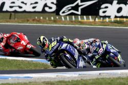 Valentino Rossi, Yamaha Factory Racing; Marco Melandri, Gresini Honda